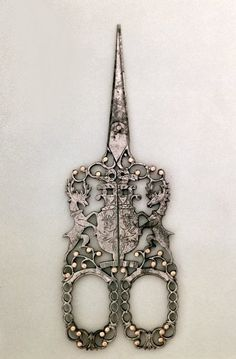 ✧・* \(◕‿◕✿)/ *:・゚beautiful embroidery scissors