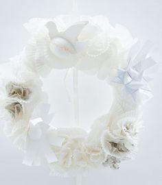 Krans van papier - Wreath made out of paper Kijk op www.101woonideeen.nl #tutorial #howto #diy #101woonideeen #krans #papier #wreath #paper