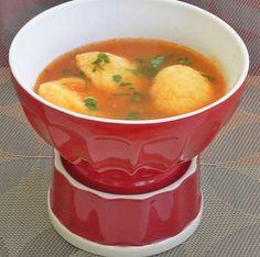 Reteta culinara Supa de rosii cu galuste din categoria Supe/Ciorbe. Cum sa faci Supa de rosii cu galuste Supe, Thai Red Curry, Ethnic Recipes, Food, Eten, Meals, Diet