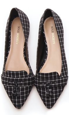 Great pattern! Flat plaid loafers with a front tassel and pointed toe.