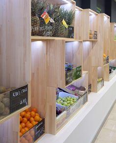 Más Fruta / equipoeme estudio #diseño #imagen #tienda #frutería #expositor #madera #interiorismo #planbestudio
