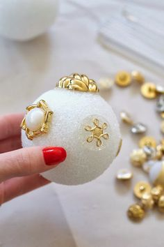 DIY Christmas Ornament Ideas. Going to use buttons or some old earrings from Goodwill.
