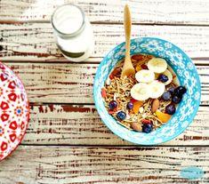 Healthy breakfast bowl with oat bran, blueberries, goji berries, banana slices. Diabetic breakfast. By SweetAsHoneyNZ.
