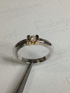 Anillo compromiso bicolor con diamante 0.13 ct. (Fabrijoyas)