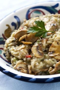 Risotto, in a slow cooker, is creamy, tasty, and down right yummy! Try this slow cooker risotto recipe and enjoy risotto perfection. Crock Pot Slow Cooker, Crock Pot Cooking, Slow Cooker Recipes, Crockpot Recipes, Cooking Recipes, Budget Recipes, Risotto Receita, Risotto Recipes, Risotto