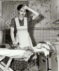 Alice Jean's: Housewife quotes - Modern Images Vintage, Vintage Love, Vintage Pictures, Vintage Photographs, Old Pictures, Old Photos, Vintage Woman, Fee Du Logis, Vintage Housewife