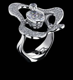 Free Forms Limited Edition R  18K white gold   1 diamond 2,00-2,05 ct  200 diamonds 1,50-1,55 ct