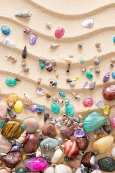 Colorful Seashell On Sand #iPhone #4s #wallpaper