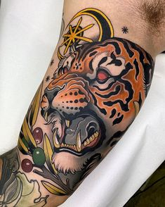 461bd40083bd0 First day of three in a row in @bhorn.tattoo #tiger #tigertattoo