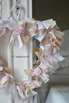 Shabby Chic Fall, Shabby Chic Wreath, Shabby Chic Crafts, Vintage Shabby Chic, Shabby Chic Decor, Lantern Centerpiece Wedding, Wedding Lanterns, Fabric Wreath, Diy Wreath