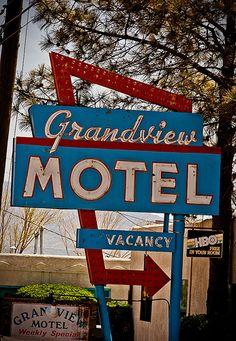 Grandview Motel (Route 66) neon sign