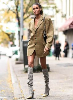 Proof That Victoria's Secret Models Have Some Of The Best Street Style Around Look Street Style, Model Street Style, Hipster Fashion, Cool Street Fashion, Fashion Models, Fashion Outfits, Ladies Fashion, Fashion Fashion, Fashion Tips