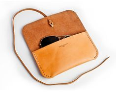 Glasses case simple yet classy looking, this color is great. 4/27/15