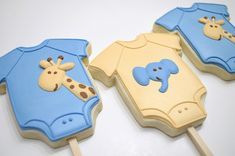 Baby Shower Onesie Cookies on a stick - Blue and tan pastel colors with giraffe and elephant Elephant Baby Showers, Baby Elephant, Baby Boy Shower, Fancy Cookies, Cute Cookies, Heart Cookies, Valentine Cookies, Easter Cookies, Brownie Cookies