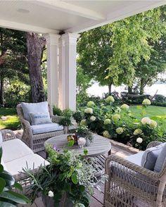 Patio Interior, Home Interior, Interior Design, Pergola Patio, Backyard, Modern Family Rooms, Summer Porch, Building A Porch, House With Porch
