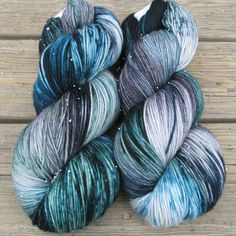 Miss Babs: Moonlight Stroll - Yowza - Babette // pretty! Crochet Yarn, Knitting Yarn, Knitting Patterns, Crochet Patterns, Knitting Projects, Crochet Projects, Yarn Inspiration, Spinning Yarn, Yarn Stash