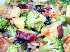 Cette salade est à la fois onctueuse et rafraîchissante... Le mélange brocoli et pommes est vraiment bon! À essayer :)