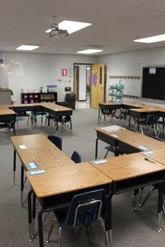 many desk arrangement possibilities Classroom Layout, Classroom Organisation, Classroom Setting, Classroom Design, School Classroom, Classroom Management, Classroom Decor, Future Classroom, Classroom Hacks