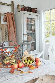 Fall decor as easy as apples and paper bags. Fall Home Decor, Autumn Home, Autumn Interior, Vibeke Design, Fall Diy, Autumn Inspiration, Fixer Upper, Farmhouse Decor, Sweet Home