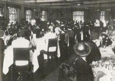 """MAPPIN - 1940. Salão de Chá do Mappin Stores da praça Ramos. """"As mesas eram disputadas e ocupadas por senhoras que voltavam das compras nas casas de moda"""
