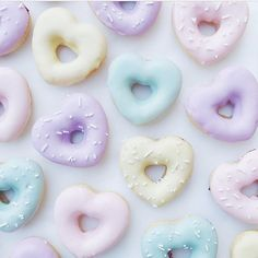 Pastel donuts 🍩 or biscuits? Yummy Treats, Sweet Treats, Yummy Food, Imagenes Color Pastel, Pastell Wallpaper, Pastel Cupcakes, Japanese Candy, Cute Desserts, Pretty Pastel