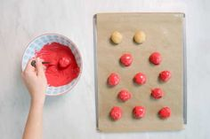 Here's a yummy Saturday afternoon treat that requires just four ingredients – Golden Oreos, cream cheese, strawberries, and candy melts. Try switching up the candy melt colors to match with the holiday or party theme.See more: How To Make Oreo Balls Oreo Truffles, Oreo Cookies, Desserts To Make, Delicious Desserts, Dessert Recipes, Cookie Desserts, Cake Recipes, Oreo Ice Cream Sandwich, Strawberry Truffle