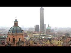 Siamo nel 2016 ed è stata montata un'impalcatura all'esterno dell'abside di San Petronio a Bologna. In cima , a 53 m., è stato ricavato un terrazzo dal quale si possono avere stupende visioni della città.
