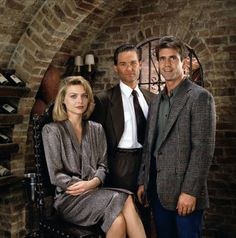 Michelle Pfeiffer, Kurt Russell and Mel Gibson for Tequila Sunrise directed by Robert Towne, 1988 Michelle Pfeiffer, Tequila Sunrise 1988, Hollywood Knights, Tony Danza, Kurt Russell, Image Film, Star Wars, Mel Gibson, Beautiful Costumes