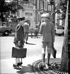 The school boys Paris François Kollar Antique Photos, Old Photos, Old Pictures, Old Paris, Vintage Paris, Vintage Kids, Young Boys Fashion, Robert Doisneau, School Looks