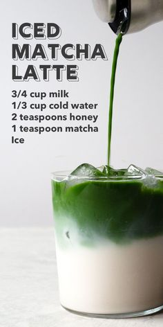This refreshing layered green tea latte is surprisingly easy to make. I'll show you, step-by-step, how to create a pretty (and delicious) layered iced matcha latte at home. #matcha #matchalatte #icedtea #teadrinks #greentea Starbucks Recipes, Coffee Recipes, Smoothie Drinks, Smoothie Recipes, Yummy Drinks, Healthy Drinks, Healthy Food, Matcha Latte Recipe, Drink Recipes
