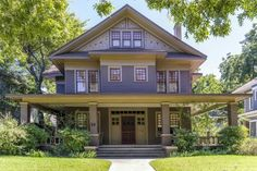 Craftsman Two Story Craftsman Style Bungalow, Craftsman Exterior, Craftsman Style Homes, Craftsman Bungalows, Old Houses, Vintage Houses, Victorian Houses, Four Square Homes, Exterior Design