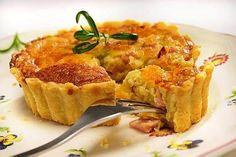 Klassinen kinkkupiirakka sopii tarjottavaksi erilaisiin juhliin. Kaiken lisäksi se on helppo ja nopea tehdä. Quiche Lorraine, Joko, Macaroni And Cheese, Breakfast, Ethnic Recipes, Waiting, Mac Cheese, Breakfast Cafe, Mac And Cheese