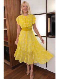 Holly Willoughby's This Morning Style: Buy Her Clothes Royal Dresses, Modest Dresses, Sexy Dresses, Vintage Dresses, Beautiful Dresses, Nice Dresses, Casual Dresses, Short Sleeve Dresses, Beautiful Females