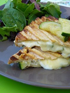 Sandwich recipes 524317581609659977 - Croque-monsieur courgette chèvre Source by monpetitbalcon Veggie Recipes, Vegetarian Recipes, Cooking Recipes, Healthy Recipes, Sandwich Recipes, I Love Food, Good Food, Yummy Food, Food Porn