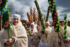 Women carrying hand-made 'palms' to be blessed in church on Palm Sunday, photo: Marek Maliszewski / Reporter / East News