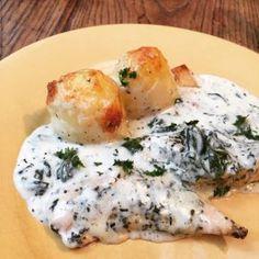 La recette du poulet et pommes de terre au parmesan et crème à l'ail, un plat tout en un facile et rapide à préparer