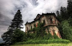 abandoned mansion - Buscar con Google