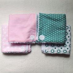 Aquí os traemos unas toallitas con muchas posibilidades de uso. Porque con un bebe nunca se tienen suficientes gasas/paños/toallas!  #hechoamano #handmade #bebe #baby #reciennacido #newborn #regalos #toallitas #ohama