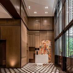 With Celia Chu Associates and AvroKO at the helm, Rosewood Bangkok marries the richness of Thai culture, with the capital's cutting-edge contemporary design. H Hotel, Hotel Lobby, Spa Design, Wall Design, Design Hotel, House Design, Dark Color Palette, Lobby Lounge, Bangkok Hotel