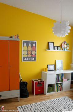 lastenhuone,punainen,keltainen,värikäs,kaappi,matto