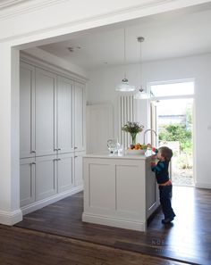 Colour Study: Farrow and Ball Cornforth White (Modern Country Style) Home, Contemporary Kitchen, White Kitchen Cabinets, English Kitchens Design, Modern Country Style, Cornforth White Kitchen, Country House Decor, Cornforth White, Kitchen Paint
