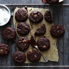 Brownie Cookies - Fudgy, chewy chocolate brownie cookies are the indulgent treat you have been looking for. They are -Fudge Brownie Cookies - Fudgy, chewy chocolate brownie cookies are the indulgent treat you have been looking for. Chocolate Brownie Cookies, Chocolate Cookie Recipes, Easy Cookie Recipes, Sweet Recipes, Chocolate Chips, Cookie Brownie Recipes, Cupcake Brownies, Chocolate Biscuit Recipe, Double Chocolate Chip Cookie Recipe