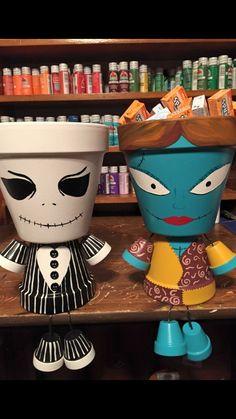 Halloween Flowers, Diy Halloween Decorations, Halloween Crafts, Holiday Crafts, Halloween Inspo, Halloween Stuff, Clay Pot Projects, Clay Pot Crafts, Fun Projects
