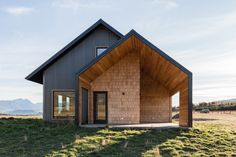 Image 1 of 42 from gallery of Casa Haus III / Staudt Arquitectura. Photograph by Justin Mullet Future House, South Facing House, Modern Barn House, Metal Cladding, Design Exterior, Architecture Design, Minimalist Architecture, Residential Architecture, Building A House