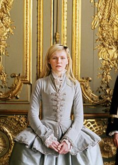 Kirsten Dunst in the title role of Marie Antoinette 18th Century Dress, 18th Century Clothing, 18th Century Fashion, Movie Costumes, Cool Costumes, Marie Antoinette Film, Kirsten Dunst Marie Antoinette, Sofia Coppola, Madame