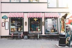 Many potential businessmen are asking how to open their own retail store from scratch and what to do for a spectacular opening. This type of entrepreneurial activity is considered one of the easiest in the organization and well paid off. In fact, the situation is far from being so clear.
