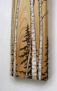 Ces magnifiques bouleaux ont été brûlés dans un unique morceau de bois récupéré et fini à lhuile de noix à enchance le merveilleux grain du bois. Louvrage mesure 12 pouces de hauteur par 5 1/2 pouces de large sur 3/4 de pouce épais en bois massif.  Ajoutez une touche de charme boisé moderne à votre maison