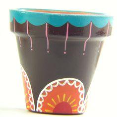 Maceta pintada a mano con diseño exclusivo MACETAS GDAY Cactus, Flower Pots, Flowers, Painted Pots, Terracotta Pots, Clay Pots, Potted Plants, Planters, Dots