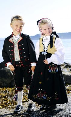 "Barnebunader NORWAY. Maybe I can make my kids wear this. I think this is the ""Jelsa"" pattern."