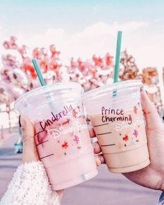 Disney World Starbucks! They have the cutest cups❤️ Disney World Starbucks! They have the cutest cups❤️ Disney Cute, Cute Disney Pictures, Disney World Pictures, Disney Dream, Disney Magic, Comida Disney, Disney Food, Disneyland Trip, Disney Trips